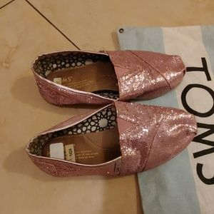 Women's Toms light pink glitter slip on size 7